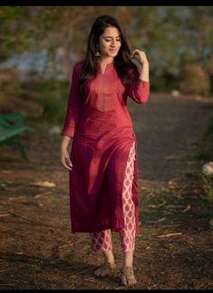 Simple Kurta Designs, New Kurti Designs, Churidar Designs, Kurta Designs Women, Kurti Designs Party Wear, Latest Kurta Designs, Dress Indian Style, Indian Fashion Dresses, Indian Designer Outfits