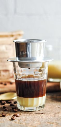 How to Make Vietnamese Coffee with ground coffee or coffee pods Vietnamese Coffee Recipe, Vietnamese Recipes, Vietnamese Cuisine, Asian Recipes, Best Espresso, Espresso Coffee, Coffee Coffee, Coffee Drinks, Best Coffee Creamer