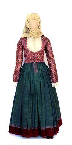Η ενδυμασία της Λαζαρίνας (Σταματίνας) Κουντουριώτη, τυπικό δείγμα υδραίικης φορεσιάς με ολομέταξο πτυχωτό σκουροπράσινο φουστάνι και μεταξωτή ζακέτα. Οικία Λάζαρου Κουντουριώτη. Παράρτημα Εθνικού Ιστορικού Μουσείου Victorian, Dresses, Fashion, Vestidos, Moda, Fashion Styles, Dress, Fashion Illustrations, Gown