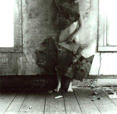 Francesca Woodman, now showing at the Guggenheim in NYC, el q me encante la fotografia es gracias a ella