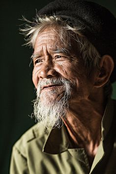 old man portrait photography Old man Co Tu Dark Portrait, Old Man Portrait, Portrait Art, Face Reference, Photo Reference, Outdoor Portrait, Old Man Face, Photographie Portrait Inspiration, Expressions Photography