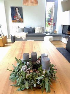 DIY Advent wreath 2015 - classic, but ., DIY Advent wreath 2015 - classic, but . Christmas Advent Wreath, Christmas Home, Christmas Decorations, Table Decorations, Holiday Decor, Moss Wreath, Diy Wreath, Wreath Making, Hallway Decorating