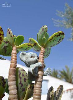foto - 2 mundo en maceta con animales de plastico