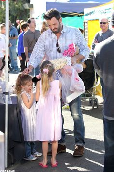 #BenAffleck Picks Up Flowers and Fruit at the Market With His Girls