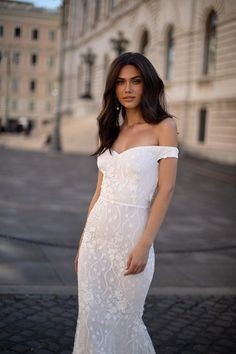 White Formal/Prom Gown - Alamour The Label Black Mermaid Dress, Mermaid Gown, Gorgeous Wedding Dress, Dream Wedding Dresses, Floral Gown, Glitz And Glam, Gorgeous Women, Designer Dresses, Dress Up