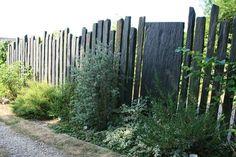 Réalisation de brises vues, clôtures, brise-vente en grès, schiste, bois, bardage, inox... Séparation visuelle, végétalisation de vos clôtures.