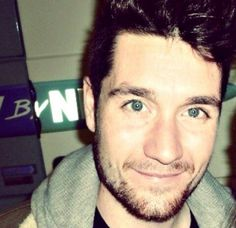 Dan Smith of Bastille and his brilliant eyes