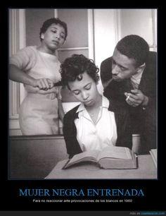 MUJER NEGRA ENTRENADA - Para no reaccionar ante provocaciones de los blancos en 1960