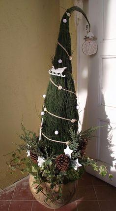 Christmas Urns, Grinch Christmas Tree, Whimsical Christmas Trees, Indoor Christmas Decorations, Christmas Centerpieces, Outdoor Christmas, Christmas Wreaths, Christmas Crafts, Holiday Decor