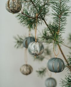 We at Boråstapeter have partnered with photographer and stylist Malin Mörner to produce a series of fabulous Christmas decorations that you can create with wallpaper. Noel Christmas, Homemade Christmas, Simple Christmas, Christmas Bulbs, Natural Christmas Ornaments, Christmas Topiary, Beautiful Christmas, Christmas Cookies, Handmade Christmas Decorations