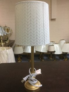 ASSORTMENT OF TABLE LAMPS