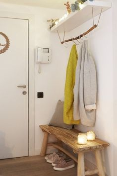 Abrils wooden bench Handmade hanger with Ikea shelf - do it yourself decoration . - Abrils wooden bench Handmade hanger with Ikea shelf – do it yourself decoration – Abrils woode - Decoration Hall, Entryway Decor, Entrance Hall Decor, Entrance Halls, Hallway Ideas Entrance Narrow, Modern Hallway, Entryway Ideas, Entry Hall, Foyer