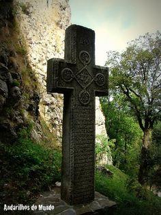 Cruz na entrada do Castelo de Bran - Romênia