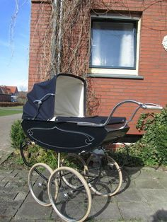 Pram Stroller, Baby Strollers, Vintage Pram, Prams And Pushchairs, Baby Equipment, Baby Buggy, Dolls Prams, Baby Prams, Baby Carriage