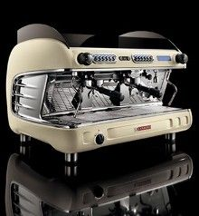 A discount espresso machine is a perfect investment somebody really passionate about coffee like the coffee shop connoisseurs using your own espresso machine Espresso Machine Reviews, Espresso Coffee Machine, Coffee Maker, Coffee Shop Equipment, Barista, Coffee Trailer, Bunn Coffee, Coffee Ingredients, Wholesale Coffee