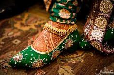 gorgeous henna on the bride's feet