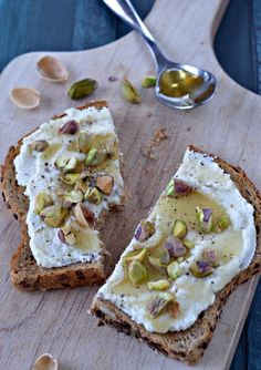 Ricotta Toast with Honey and Pistachios | mountainmamacooks.com