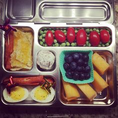 One of the reasons I send my daughter's lunch with her is because of #peanutallergies and with the #planetbox she feels like one of the other kids, because the #planetbox is similar to the cafeteria trays. Tomorrow's lunch: nachos, #applegatefarms pepperoni, #traderjoes boiled eggs, cantaloupe, blueberries, grape tomatoes, English peas, and a whole wheat powdered doughnut. #healthykidslunch #rockthelunchbox #9yearold #planetbox #peanutallergies