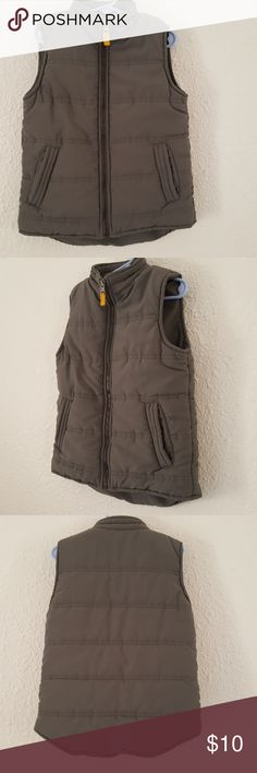 """Carters Gray Puffer Vest Boys 5 So cute. Gray with yellow zipper pull accent. Super soft. Chest approx 28"""", front length 17.5"""", back length 19"""". Carter's Jackets & Coats Vests"""