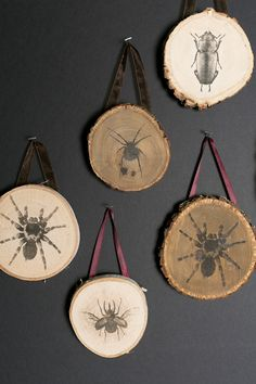 Halloween diy 313563192802737856 - DIY Halloween decorations sure to give you a fright! From glamorous ghouls to creepy crawlies, you won't want to miss this list of haunting how-tos! crafts, decor, Source by Decorhint Halloween Art Projects, Halloween Wood Crafts, Clever Halloween Costumes, Halloween Tags, Halloween Door Decorations, Halloween Home Decor, Holidays Halloween, Halloween Pumpkins, Diy Halloween Ornaments