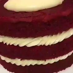Ei salve esse pin e clique duas vezes. vc vai gostar das 70 receitas de geladinho gourmet que preparamos Red Velvet Cake Recipe From Scratch, Cake Recipes From Scratch, Best Cake Recipes, Bolo Red Velvet Receita, Lily Cake, Red Velvet Cake Mix, Deli Food, Chocolates, Cake Mix Cookies