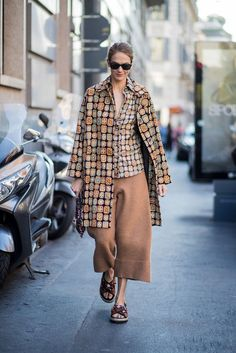 STYLECASTER | 30 Ways to Wear Graphic Prints This Season