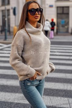 Dámsky pletený oversize sveter s rolákom v morskej modrej farbe. Striped Cardigan, Baby Sweaters, Celtic Knot, Pullover, Anthropologie, Turtle Neck, This Or That Questions, Knitting, How To Wear