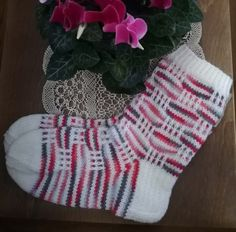 Syklaamit Joko, Christmas Stockings, Ravelry, Knit Crochet, Slippers, Knitting, Sewing, Holiday Decor, Diy
