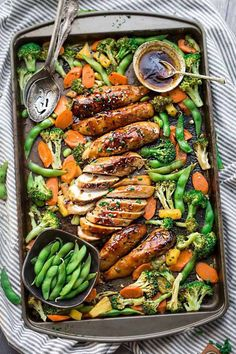 Sheet Pan Teriyaki Chicken with Vegetables is a delicious dinner under the wo . - Sheet Pan Teriyaki Chicken with Vegetables is a delicious weekday dinner in a pan. Healthy Vegetables, Chicken And Vegetables, Vegetable Meals, Veggies, Recipes With Vegetables, Vegetable Drinks, Fresh Vegetables, Easy Weeknight Meals, Easy Meals