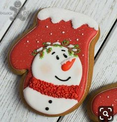 100 Christmas Cookies Decorations That Are Almost Too Pretty To Be Eaten - Hike n Dip Here are the best Christmas Cookies decorations ideas for your inspiration. These Christmas Sugar Cookies decorated with royal icing are cutest desserts. Cute Christmas Cookies, Snowman Cookies, Iced Cookies, Christmas Sweets, Cute Cookies, Noel Christmas, Holiday Cookies, Cupcake Cookies, Christmas Baking