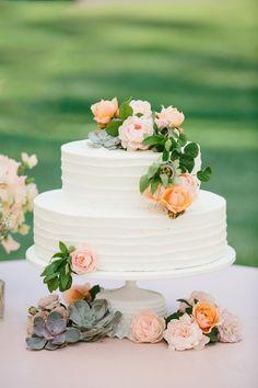 Decoración de tortas con suculentas, preciosas. #BodasCampestresCali