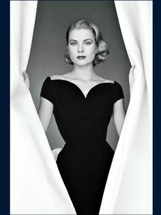 I think Grace Kelly is one of the most beautiful women who ever lived. Grace Kelly Mode, Grace Kelly Style, Princess Grace Kelly, Grace Kelly Fashion, Timeless Beauty, Classic Beauty, Timeless Fashion, Trendy Fashion, Vintage Fashion