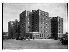 Celtic Park Apartments, Long Island City, NY Photo by Samuel H. Gottscho, 1931 Image via Museum of the City of New York (Print Available) 1930s apartment block. #ArtDeco #architecture