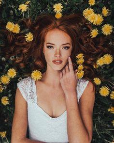 45 The Most Beautiful and Elegant Hairstyles for C+ - Weißes Haar Hair Color Auburn, Auburn Hair, Ombre Hair Color, Curly Hair With Bangs, Hairstyles With Bangs, Curly Hair Styles, Fashion Hairstyles, Elegance Hair, Stunning Redhead