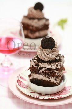 Assalamualaikum   Satu lagi slice kek yang ingin ita kongsikan. Sebenarnya ita buat kek ni untuk dessert Dalili dan kawan-kawannya t...