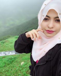 Cute Girl Poses, Cute Girl Pic, Cute Girls, Arab Girls, Muslim Girls, Muslim Women, Beautiful Girl Photo, Beautiful Hijab, Simply Beautiful