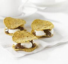 Create the tastiest S'more Bites, Tostitos® own S'more Chips Recipe with step‑by‑step instructions. Make the best S'more Chips Recipe as a delicious treat for the family Snack Recipes, Dessert Recipes, Snacks, Yummy Treats, Yummy Food, Food Network Canada, Chips Recipe, Tasty Bites, Christmas Desserts