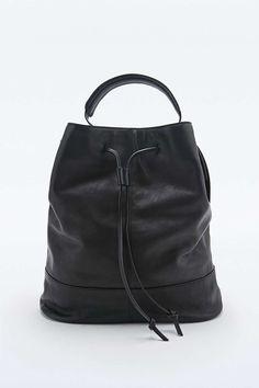Vagabond – Beuteltasche aus schwarzem Leder - Urban Outfitters