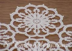 10320 Free standing lace table runner - A delicate freestanding lace embroidery design which will produce a fine doily or table runner with a size of your choice. Filet Crochet, Crochet Round, Irish Crochet, Crochet Motif, Crochet Snowflake Pattern, Vintage Crochet Patterns, Doily Patterns, Lace Doilies, Crochet Doilies