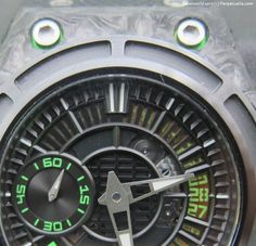 Linde Werdelin SpidoLite II Tech Green Dial Closeup