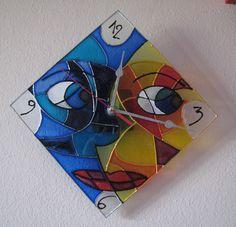 Orologio da parete con meccanismo. Vetro decorato a mano
