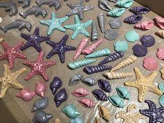 Fondant sea shells Cupcake Toppers, Sea Shells, Fondant, Cupcakes, Cookies, Food, Crack Crackers, Cupcake, Clams