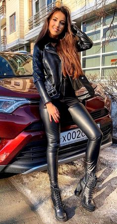 This is beauty Skinny Leather Pants, Leder Outfits, Sexy Latex, Leather Dresses, Halloween Kostüm, Hot Outfits, Looks Cool, Leather Fashion, Look Fashion