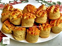 Fincsi receptek: Joghurtos pogácsa Muffin, Food And Drink, Bread, Cheese, Breakfast, Desserts, Yogurt, Morning Coffee, Tailgate Desserts