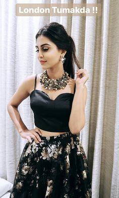 Indian Tv Actress, Beautiful Indian Actress, Indian Actresses, Actress Pics, Beautiful Actresses, Sangeet Outfit, Mehendi Outfits, Indian Outfits, Crop Dress