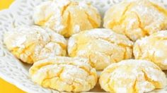 Low FODMAP & Gluten free Recipe - Lemon cookies cheaper than other lemon cookies with almond flour Lemon Desserts, Lemon Recipes, Just Desserts, Delicious Desserts, Yummy Food, Easy Recipes, Tea Cakes, Lemon Cookies Easy, Lemon Cake Mix Cookies