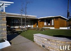 The Post War House (Home of Tomorrow), 4950 Wilshire Blvd, Los Angeles, CA. Built: 1946 by Walter Wurdeman and Welton Becket.
