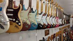 Hang in there  #fender #fenderguitars #love #strat #strato #stratocaster #tele #telecaster #wood #guitar #guitarra #music #insta #instagram #instalove #instadaily #instaguitar #deco #guitarshop #barcelona