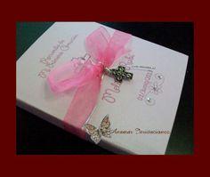 Cajita en forma de librito con tarjeta de felicitación