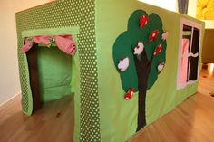 Table tent for kids! Drape on top of table for an instant playhouse, but easily cleaned up and stored! (Site is in dutch, use google chrome to translate.)